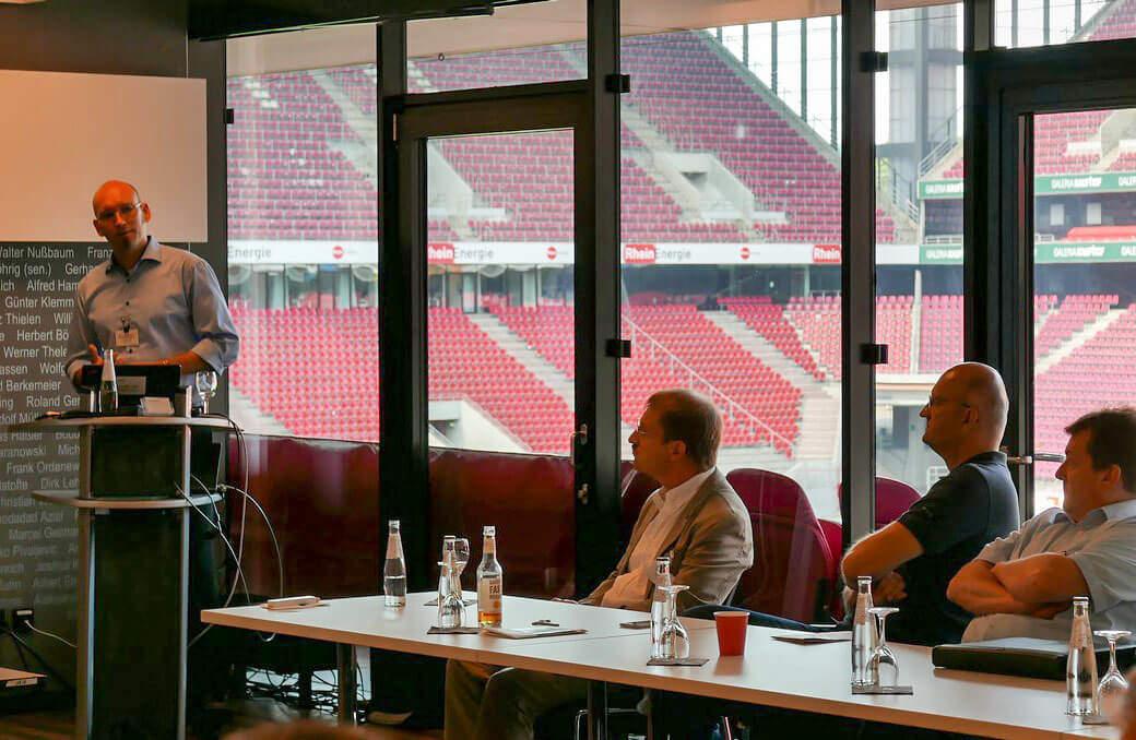 Stefan Cink hält Vortrag auf Vogel IT Conference in Köln